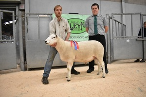 Stirling 2018 - Judge Paul with Champion Ram from R Johnston & Sons.JPG