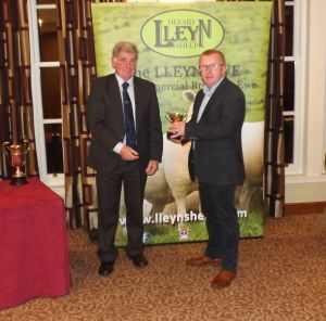 AGM 2017 - Ifor Jones presents the Morgan Evans Cup to Alun Bennett on behalf of DN Bennett & Son.JPG