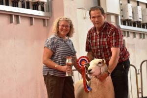 Exeter 2019 - Cathy Evans presents AW Davies with Champion Ram.JPG