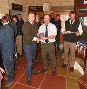 ROW 2015 - Judge Richard Twose presents JF Robinson & Sons with best pen of Five Shearling Ewes.jpg