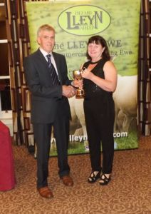 AGM 2017 - David Crane presents Helen Bennett on behalf of DN Bennett & Son with the Barnard Cup.JPG